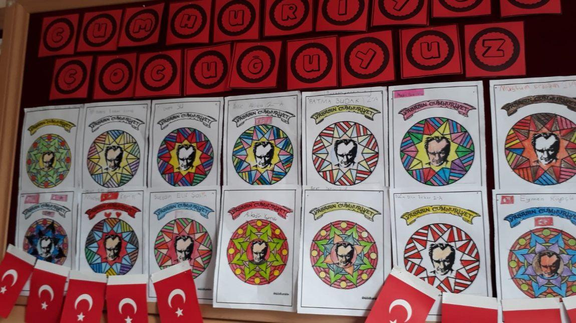 2 A Sinifimiz Gorsel Sanatlar Dersinde Ataturk Mandala Boyama